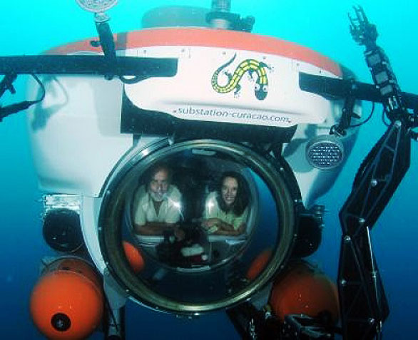 Drs. Carole Baldwin and Ross Robertson in the CURASUB, being used by the Smithsonian Institution's Deep Reef Observation Project (DROP).