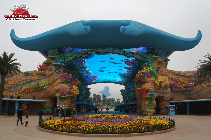chimelong-ocean-kingdom-entrance-big