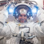 Alexander_Gerst_spacesuit_check_at_NASA-585