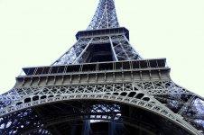 Base of Eiffel tower.jpg